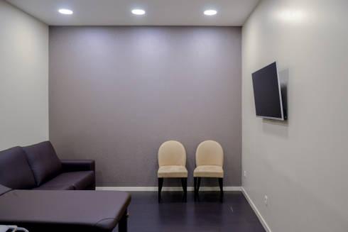 Sala de Ecografias: Escritórios e Espaços de trabalho  por FIlipa Figueira Arquitectura