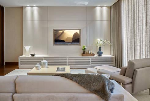 Residência Condomínio Hibisco: Quartos  por Estela Netto Arquitetura e Design