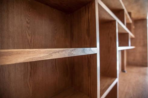 detalle de acabados: Salas de estilo moderno por RTZ-Arquitectos