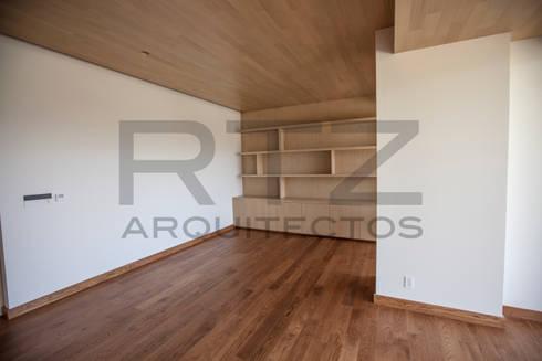 Departamento en Bosque Real: Estudios y oficinas de estilo moderno por RTZ-Arquitectos