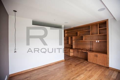 Mueble en recamara : Recámaras de estilo moderno por RTZ-Arquitectos