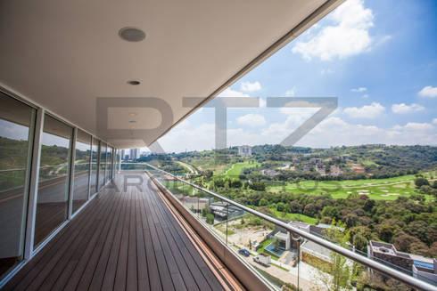 vista espectacular: Terrazas de estilo  por RTZ-Arquitectos