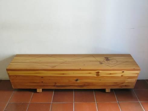 Esconderijo do amante: Corredor, hall e escadas  por Lenho Lento Cooperativa