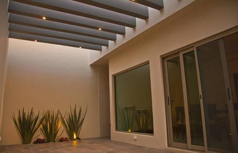 Casa La Escondida: Paredes de estilo  por fc3arquitectura