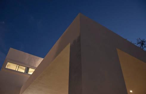 Detalle: Casas de estilo moderno por fc3arquitectura