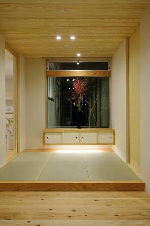 走廊 & 玄關 by 株式会社kotori