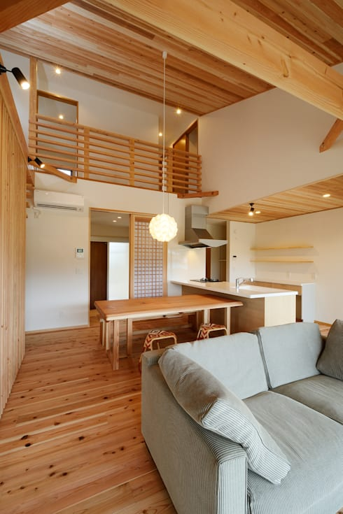 Dormitorios infantiles de estilo moderno por 株式会社kotori
