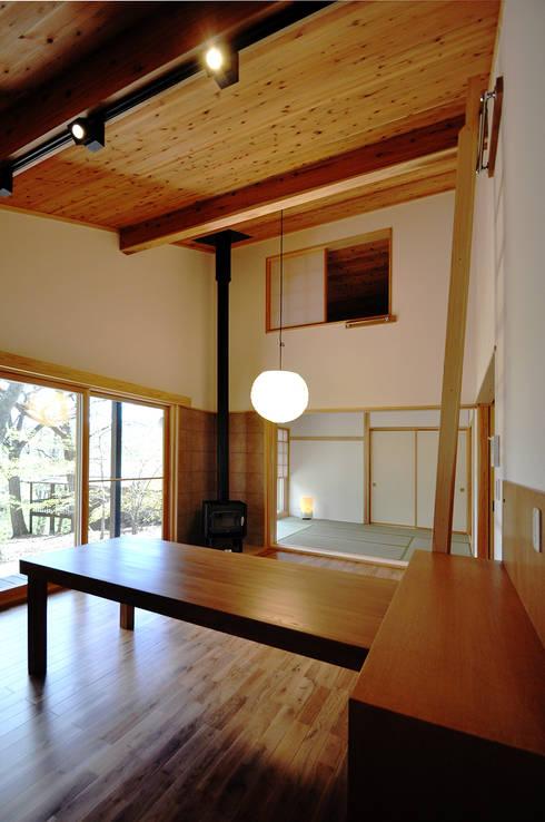 ห้องนั่งเล่น by モリモトアトリエ / morimoto atelier