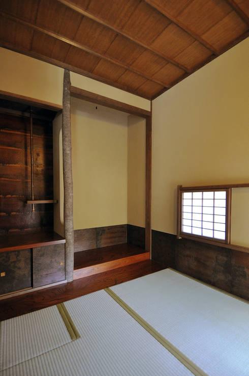 2畳茶室: モリモトアトリエ / morimoto atelierが手掛けた和室です。