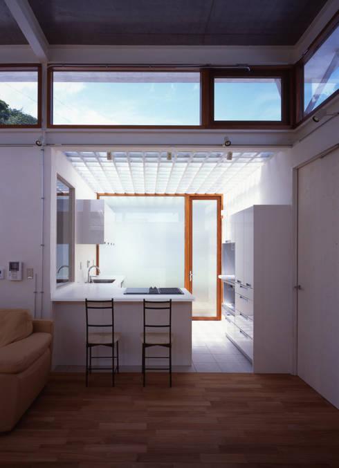 土の器:大網白里町の家: AIRアーキテクツ建築設計事務所が手掛けたキッチンです。