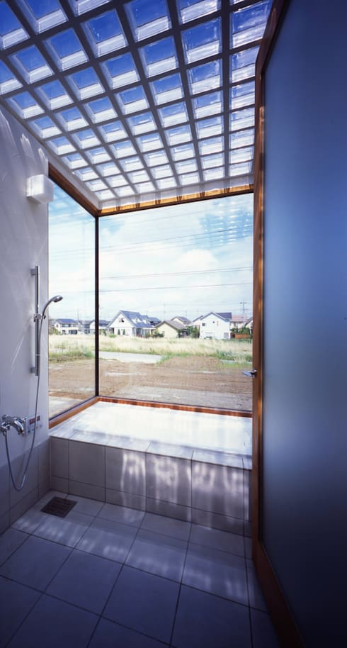 土の器:大網白里町の家: AIRアーキテクツ建築設計事務所が手掛けた浴室です。