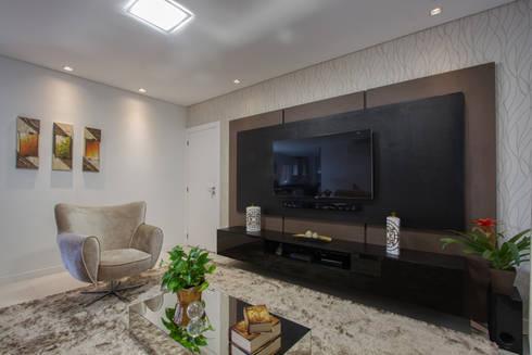 Apartamento Frankfurt: Salas de estar modernas por Cembrani móveis