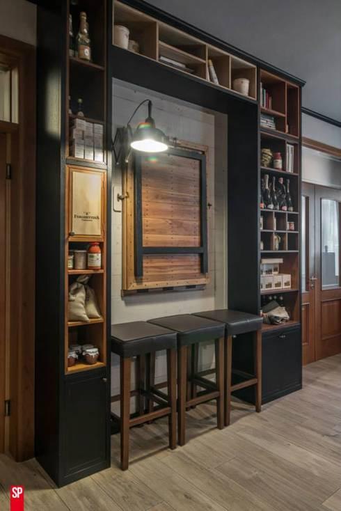 Comedores de estilo industrial por Spazio progetto professionisti associati