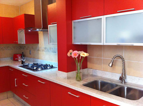 Rojo apasionado: Cocinas de estilo moderno por ARKIZA ARQUITECTOS by Arq. Jacqueline Zago Hurtado