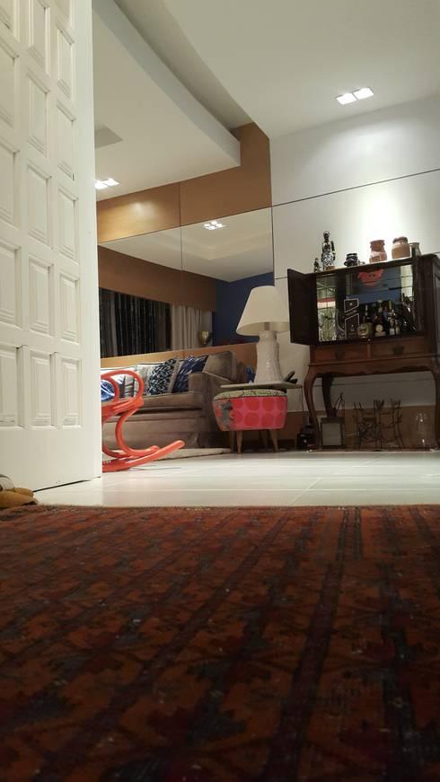 eclectic Living room by Lucio Nocito Arquitetura e Design de Interiores