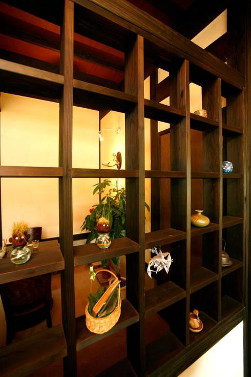 土間のあるノスタルジックなカフェ&ピザの店: 吉田建築計画事務所が手掛けたオフィス&店です。