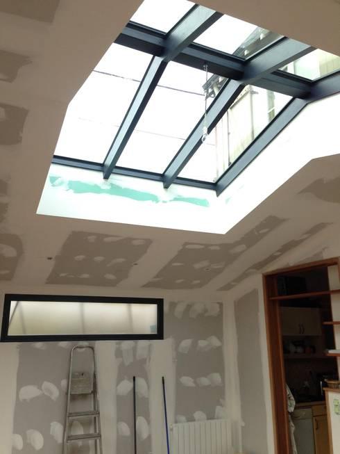 EXTENSION OSSATURE BOIS LARMOR PLAGE: Fenêtres de style  par BCM