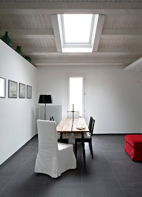 Case Bordone : Sala da pranzo in stile  di Maria Eliana Madonia Architetto