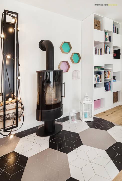 Salas de estilo escandinavo por PracowniaPolka