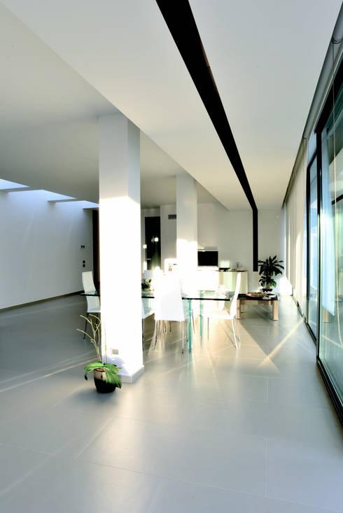 Casa GM: Soggiorno in stile in stile Moderno di Maria Eliana Madonia Architetto