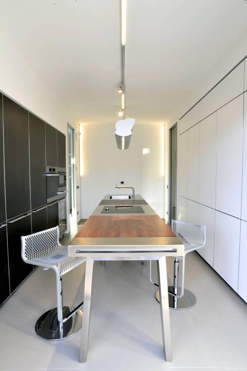 Casa GM: Cucina in stile in stile Moderno di Maria Eliana Madonia Architetto