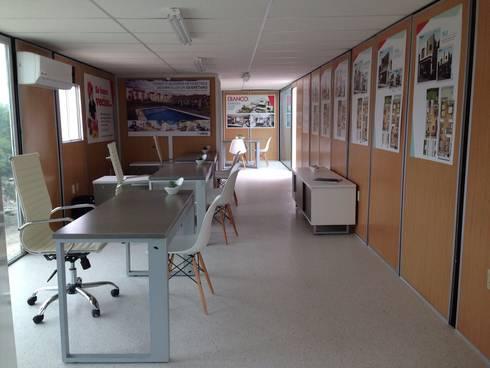 Oficina de ventas móvil: Oficinas y tiendas de estilo  por Xarzamora Diseño