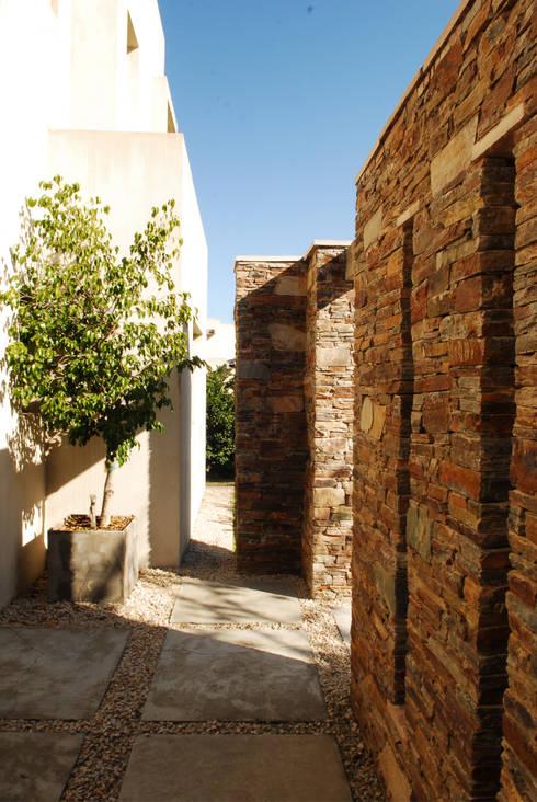 Casas modernas por LLACAY arquitectos