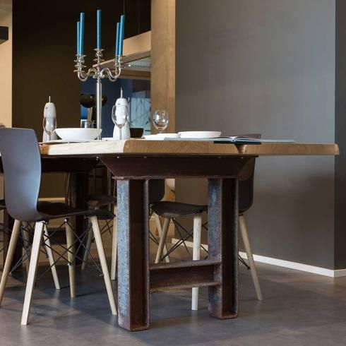 Esstisch Marit - eine Kombination aus Waldkante, Stahl und Glas von ...