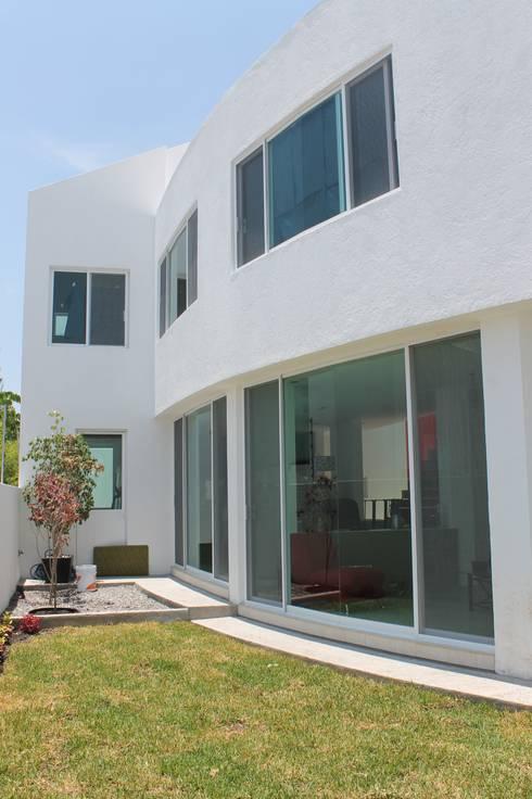Casa Querétaro: Casas de estilo moderno por Farquitectos