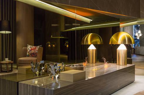 MERCADO DA PEDRA SHOWROOM, PORTUGAL: Sala de estar  por GlammFire