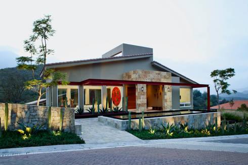 Las Estancias: Casas de estilo moderno por Adrián Martínez Arquitectos
