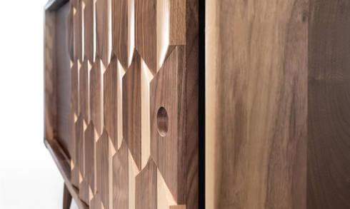 SCARPA W SIDEBOARD: Casa  por Wewood - Portuguese Joinery