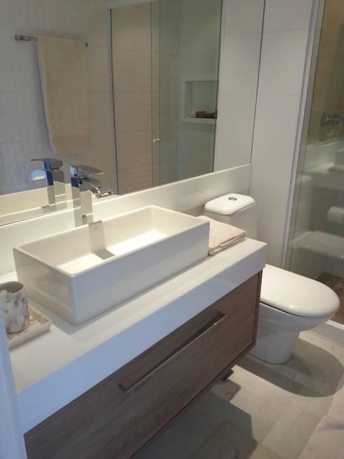 Casas de banho modernas por Lucio Nocito Arquitetura e Design de Interiores