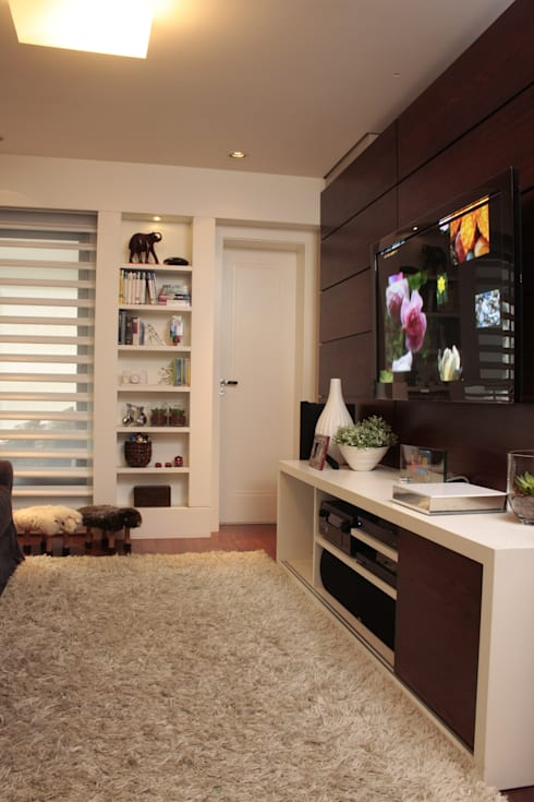 FAMILY ROOM - Home Theater: Salas multimídia modernas por Fernanda Moreira - DESIGN DE INTERIORES