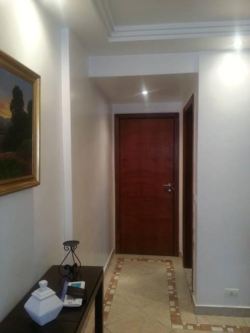 antes da reforma.: Corredores e halls de entrada  por Lucio Nocito Arquitetura e Design de Interiores