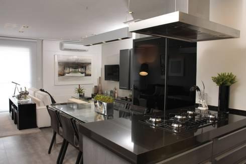 COZINHA + SALA DE JANTAR: Cozinhas modernas por Fernanda Moreira - DESIGN DE INTERIORES