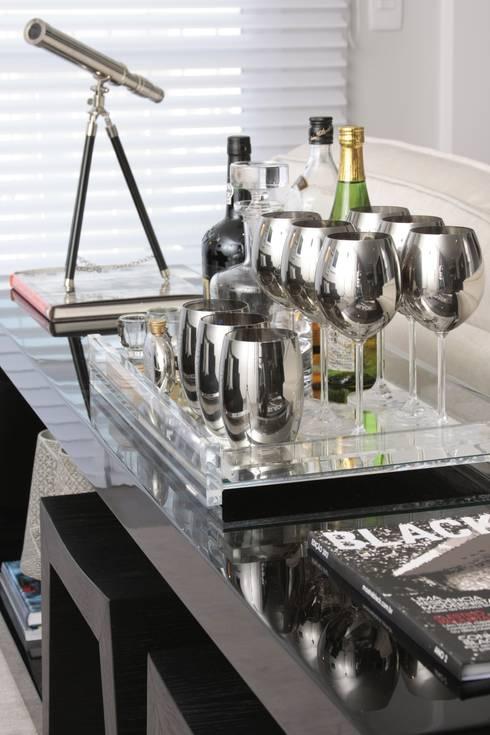 LIVING - Aparador Bar: Salas de estar modernas por Fernanda Moreira - DESIGN DE INTERIORES