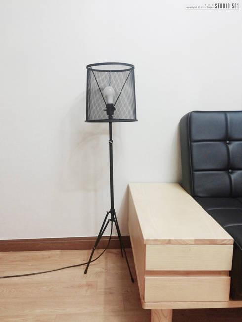 Salas de estilo industrial por Studio501