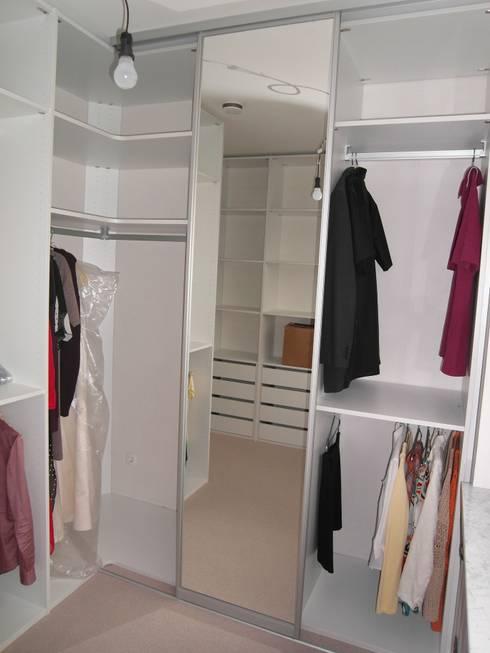 begehbare kleiderschr nke de m ller wohnart homify. Black Bedroom Furniture Sets. Home Design Ideas