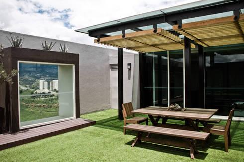 Proyectos studio Roca: Terrazas de estilo  por STUDIOROCA