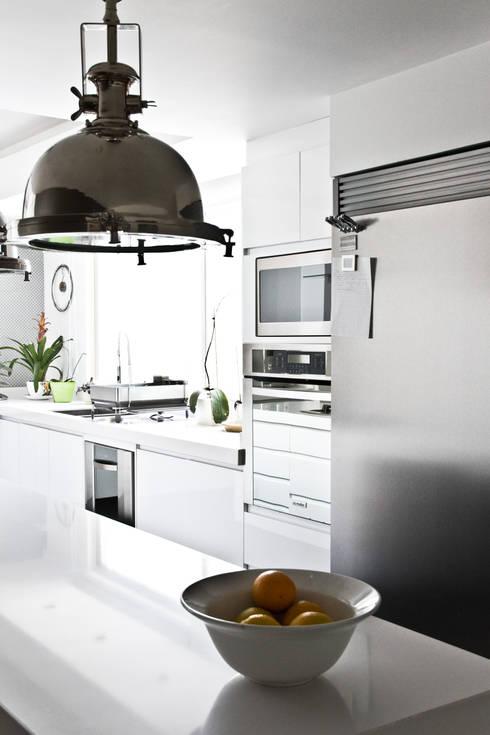 Proyectos studio Roca: Cocinas de estilo moderno por STUDIOROCA