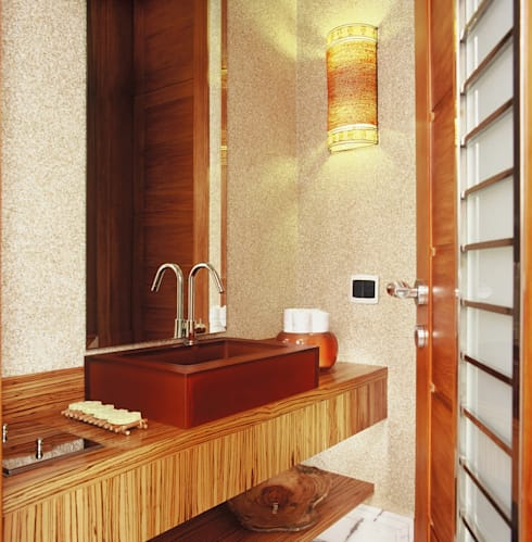Residência Morumbi: Banheiros  por GRACIELA PIÑERO ARQUITETURA E DECORAÇÃO