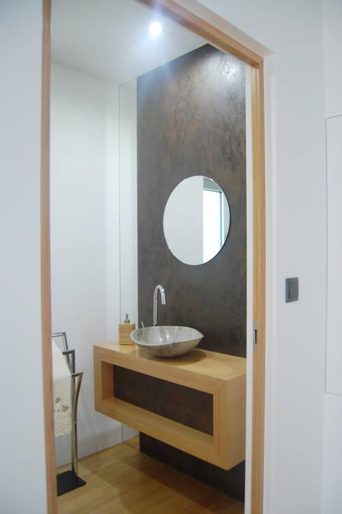 Bathroom furniture: Casa de banho  por KUUK