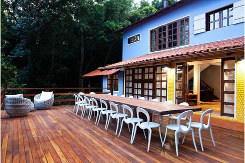 Casa Retiro do Chalé: Casas rústicas por MMMundim Arquitetura e Interiores