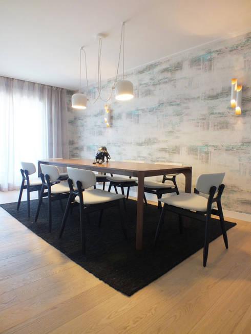 Apartamento de vacaciones en Sanxenxo, Galicia.: Comedores de estilo  de Oito Interiores