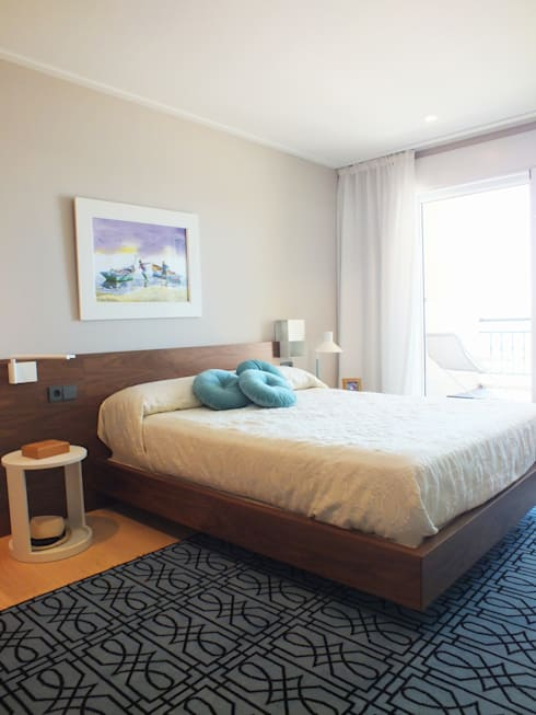Apartamento de vacaciones en Sanxenxo, Galicia.: Dormitorios de estilo  de Oito Interiores