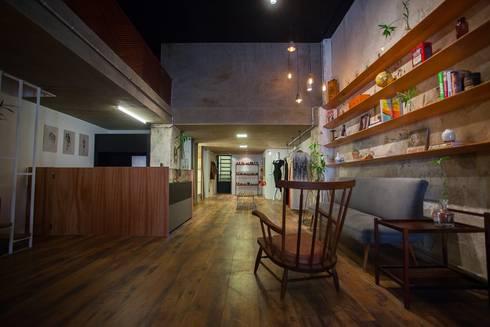 Loja Angela Brito e tarsila: Lojas e imóveis comerciais  por F studio arquitetura + design