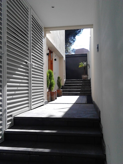 Corridor & hallway by CAXÁ studio