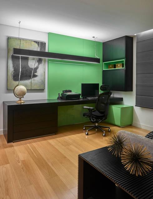 Apartamento MV: Escritórios  por Isabela Canaan Arquitetos e Associados