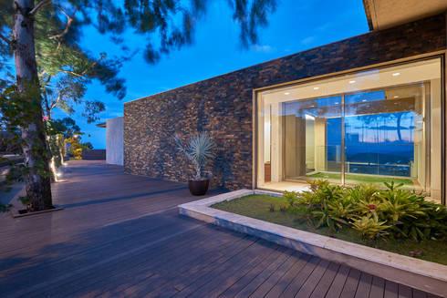 Casa Riviera : Casas modernas por Márcia Carvalhaes Arquitetura LTDA.
